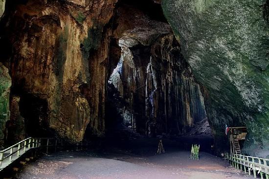 Gomantong-barlang-fecske-feszek-szedes-borneo-buvartura-nyaralas-sipadan